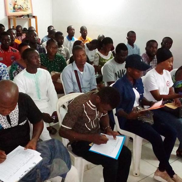 Décembre 2019: Reunion d'information et de sensibilisation des auditeurs au siège de Stratégies et Espérance avant le lancement de leur formation au Lycée Professionnel de Jacqueville